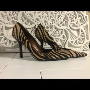 BCBGMAXAZARIA animal print pointed toe heels